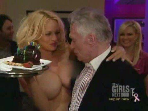 Cumpleaños de Hugh Heffner (Pamela Anderson desnuda)