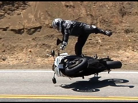 highside - Rider was uninjured other than a little road rash. Head hit hard enough to split helmet.Location Mulholland Highway near Malibu, CA オートバイのクラッシュ Motorcykel 摩托...