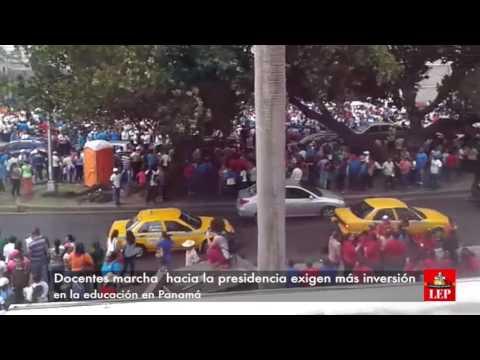 Marcha de educadores en la ciudad capital.