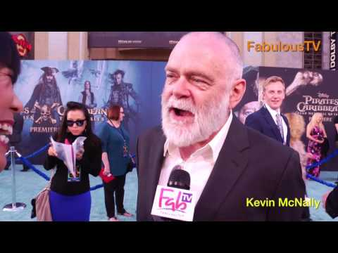 Kevin McNally at 'Pirates of the Caribbean 5' ocean carpet  on FabulousTV (видео)
