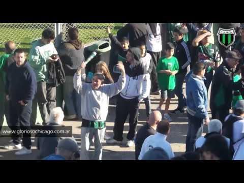 La hincha de Nueva Chicago entona la marcha Peronista. ¡NO NOS HAN VENCIDO! - Los Pibes de Chicago - Nueva Chicago