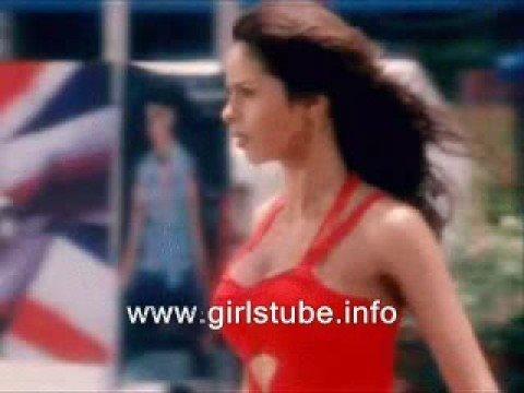 Mallika Sherawat Big Boobs Cleavage, And Slip while runing