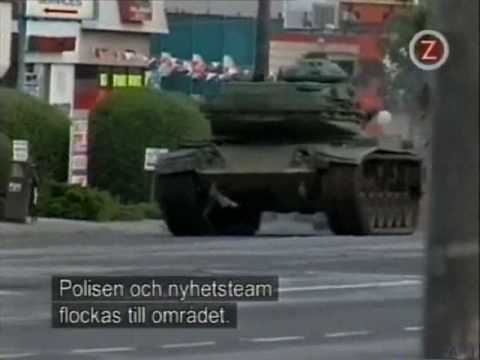wildest - Shawn Nelson has stolen a tank and goes wild in the streets. Drives over everythings he sees. Swedish Text http://en.wikipedia.org/wiki/Shawn_Nelson ,