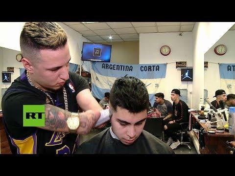 Argentina: Joven sin manos es un gran barbero (VÍDEO)