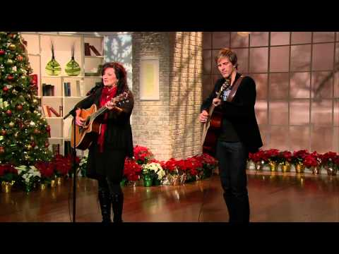 Ali Matthews with Jacob Moon -- 'Looking For Christmas'