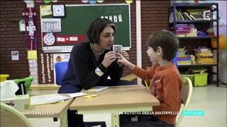 Video L'accueil des enfants autistes dès la maternelle - La Maison des Maternelles - France 5 MP3, 3GP, MP4, WEBM, AVI, FLV Mei 2017