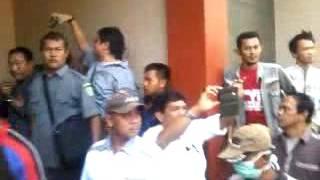 Video Kericuhan eksekusi Rumah Mewah di Cirebon Jl. Pembangunan MP3, 3GP, MP4, WEBM, AVI, FLV Desember 2018