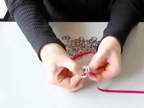 chapas de latas - a ki os dejo un video de como acer una pulseraa.