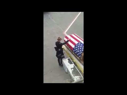 RAW VIDEO: Honoring a Fallen Hero / Family Mourns the Life of a Hero (видео)