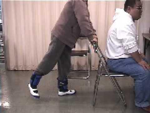 いきいき百歳体操 6.運動方法(脚の後ろ上げ運動)