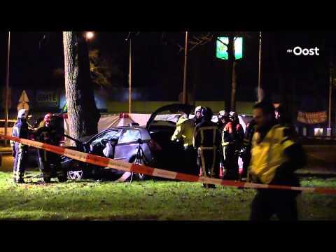 Man komt om het leven en twee zwaargewonden bij auto ongeluk in Enschede