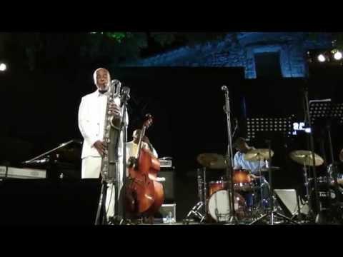 Hamiet Bluiett feat. Curtis Lundy & Lee Pearson @ Eddie Lang Jazz Festival 2010 ... online metal music video by HAMIET BLUIETT