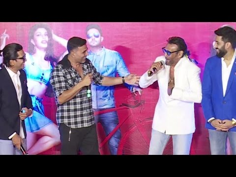 Video Akshay Kumar Makes FUN of TIGER Shroff In Front Of Father Jackie Shroff download in MP3, 3GP, MP4, WEBM, AVI, FLV January 2017