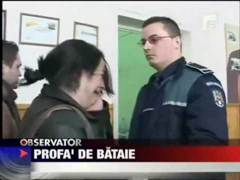 Professora agride polícia e leva o troco