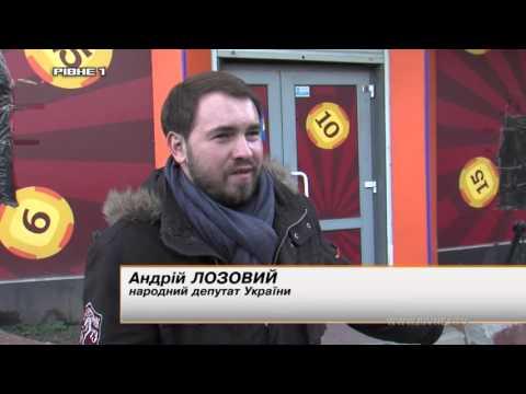 """Рівненські журналісти """"накрили"""" зал гральних автоматів [ВІДЕО]"""