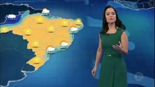 Nesta terça-feira (18), pode nevar na serra catarinense com temperaturas de até seis graus negativos. Uma frente fria avança pelo Sudeste e causa chuva entre...