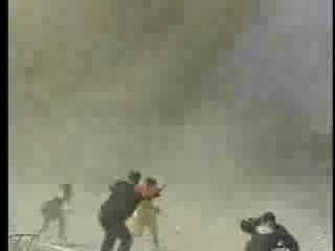 在足球比賽的過程中,突然憑空出現30公尺的龍捲風!