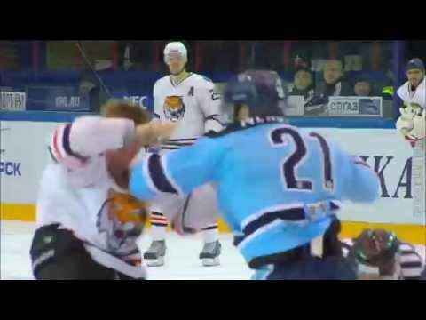 [+16] Бой КХЛ: Меньшиков VS Толпеко / KHL Bloody Fight: Menshikov VS Tolpeko (видео)