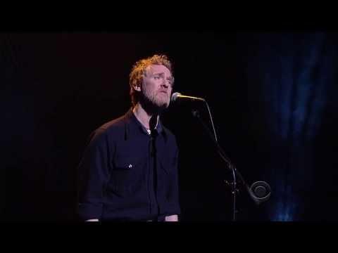Glen Hansard Step out of the Shadows - David Letterman 12-12-2013 (видео)