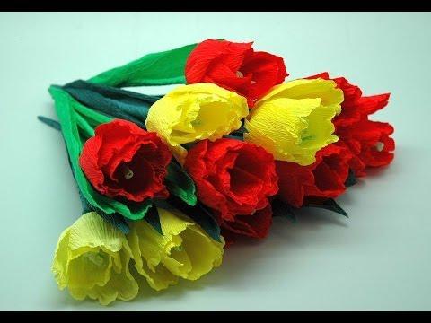 Цветок из креповой бумаги с конфетой