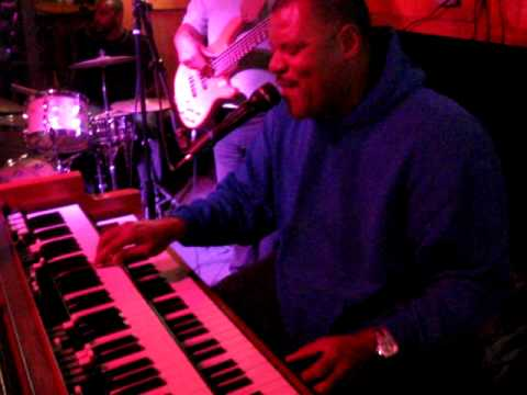 shawn brown - One of the country's finest Hammond B3 players and a great singer too. The power had just gone out while he was going to solo. This is part two.