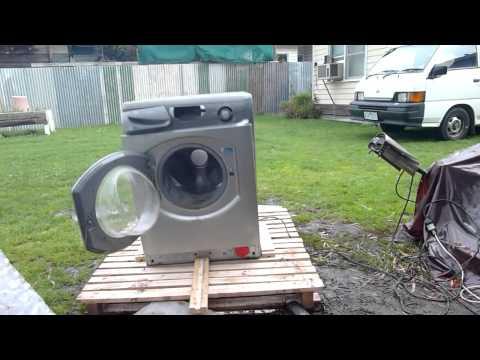 distruzione di una lavatrice