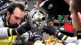 6. Manutenzione mozzo ruota posteriore - MV Agusta Brutale