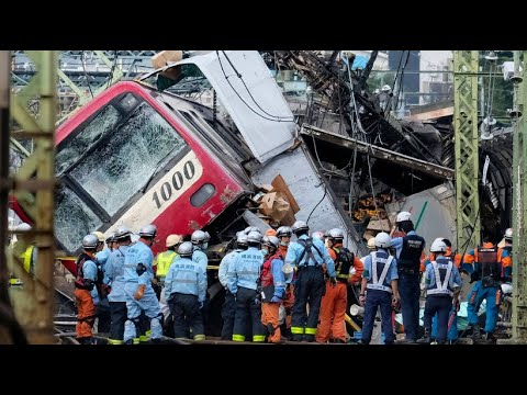 Japan: Dutzende Verletzte bei Zugunglück, der Lkw-Fahre ...