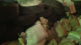 Behind Bangkok Protest Barricade - BBC NEWS
