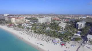 Hilton Aruba Caribbean Resort & Casino (tidligere Radisson Aruba) er et stort og flot hotel med en fin have og et indbydende poolområde. Hotellet har flere a...