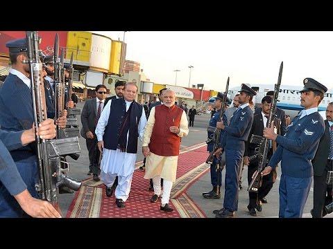Πακιστάν: Αιφνιδιαστική επίσκεψη του Ινδού Πρωθυπουργού