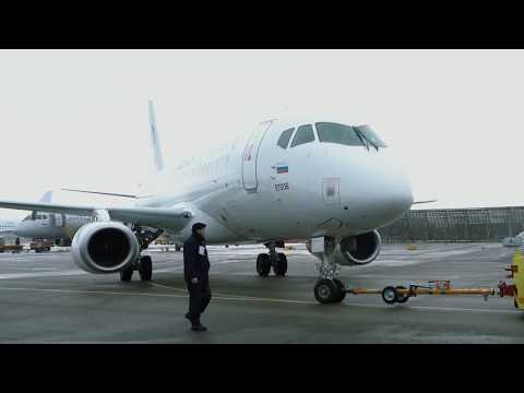 Полет Sukhoi Superjet 100 сзаконцовками крыла