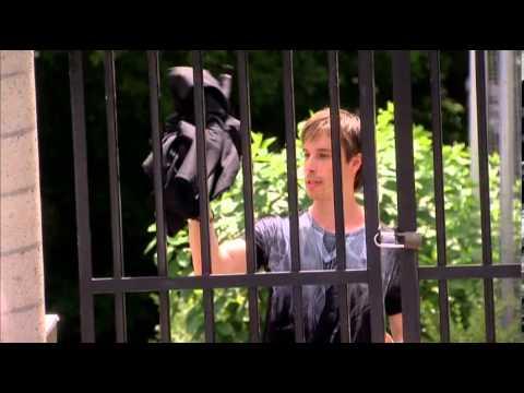 LUC LANGEVIN- Comme par magie - Passage à travers une grille