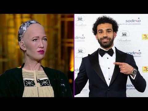 العرب اليوم - شاهد : ما قالته الروبوت صوفيا عن اللاعب محمد صلاح