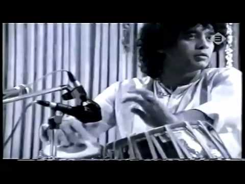 Video Zakir Hussain - Pigeon's Sound Kaida aka Red Fort Kaida , Ajrada Gharana download in MP3, 3GP, MP4, WEBM, AVI, FLV January 2017