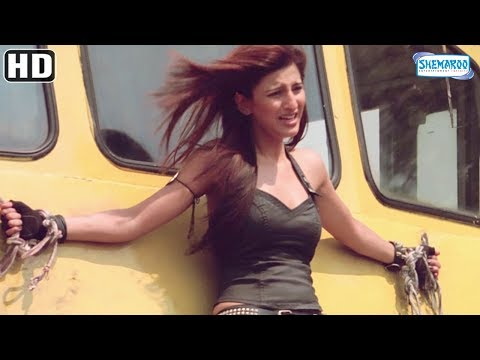 Imran Khan saves Shruti Hassan action scene from Luck [2009] - Hindi Movie - Sanjay Dutt, Mithun