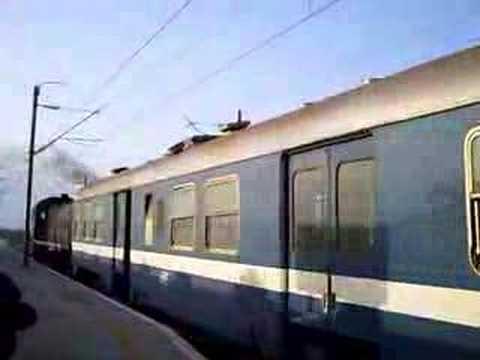DK The Diesel - SNCFT Diesellok 040-DK-93 bei der Ausfahrt Mahdia ZT ( Tunesien / Métro du Sahel ) mit Wendezug SNCFT Diesel 040-DK-93 leaving Mahdia ZT station on a push-pu...