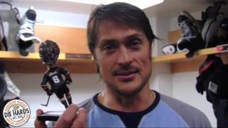 Teemu Selanne and his bobble head (from the Ducks Die Hards kit)
