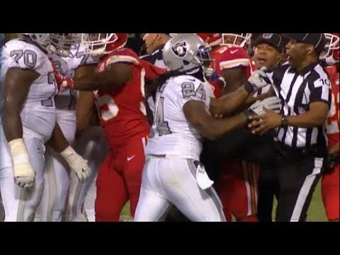 Marshawn Lynch Gets EJECTED For Grabbing A Referee | Chiefs vs. Raiders | NFL - Thời lượng: 2:15.