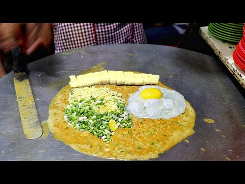 Roadside Randomly Prepared 5 Layer Omelette Dish | Egg Street Food | Indian Street Food