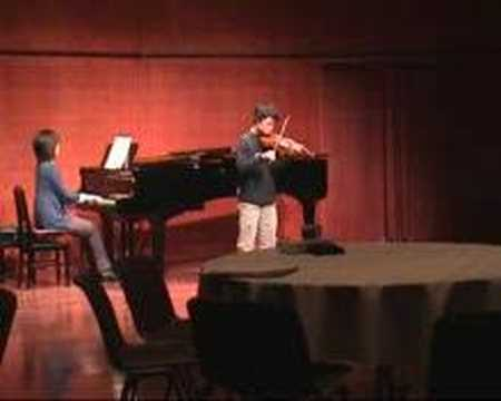 Veure vídeo Down Syndrome: Mozart Violin Concerto No.3 1stMov