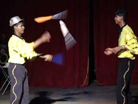 Los Agady Circus em Tabatinga/SP - Show de Malabarismo (? e Wemblley) [17/11/2013]