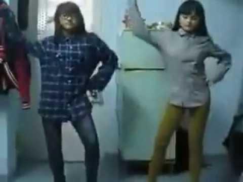 xem và cười với điệu nhảy hài hước của 2 em này