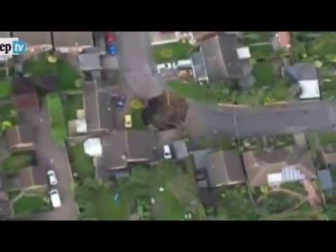londra: si apre una voragine di oltre 20 metri in un centro cittadino