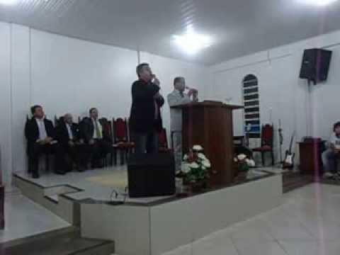 CANTORES ENÉIAS E DARLÃ LOUVANDO AO SENHOR NA BARRA DO QUARAÍ.