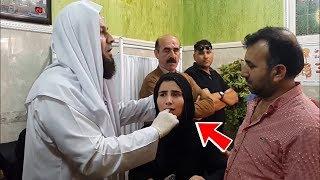 Video Jamaah Kaget!! Saat Ustad ini Masukin Tangannya Ke Mulut Gadis ini! Tiba² Keajaiban Terjadi! MP3, 3GP, MP4, WEBM, AVI, FLV Mei 2019