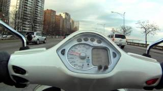 9. [HD] Vespa GTS 250 Super top speed in downtown Chicago