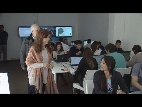 Cristina visitó centro de cómputos de Unidad Ciudadana en el Instituto Patria