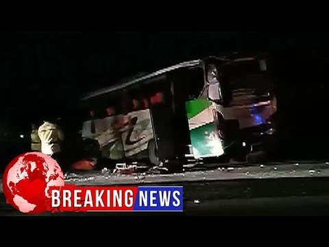Video - Προσπάθησε να πάρει το τιμόνι από οδηγό λεωφορείου και προκάλεσε καραμπόλα με 12 νεκρούς
