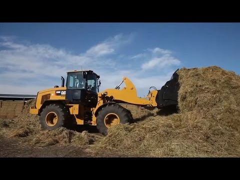The new optimized Z-bar in the Cat Series Small Wheel Loader combines digging efficiency with tool carrier capabilities.